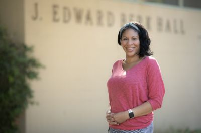 Dawn Bounds, assistant professor at the UCI Sue & Bill Gross School of Nursing